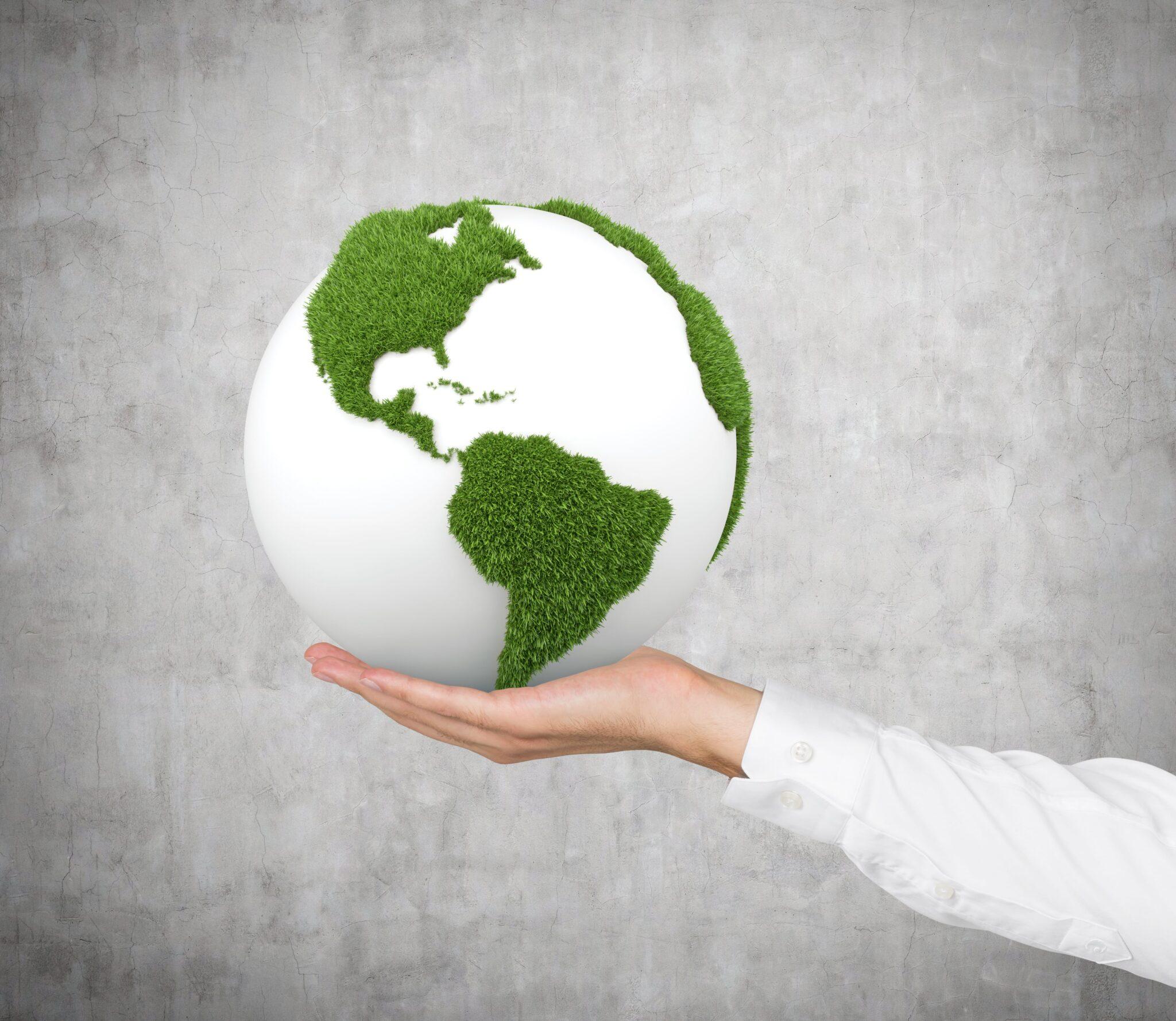 Hånd med grøn globus